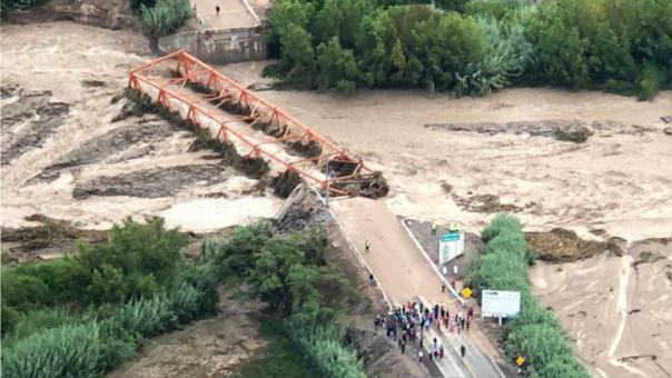 Puente Montalvo, que conecta Moquegua con otras ciudades del sur, fue arrasado por un huayco. Foto. RPP